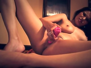 Asian Massages her Squirting Pussy