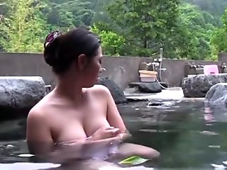 Naked Asian babe gets fucked in outdoor pool
