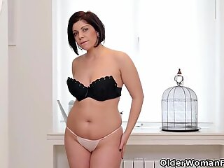 Curvaceous milf Montse Swinger loves toying her needy cunt
