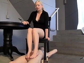 Under her beautiful feet footjob!!