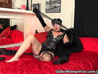 American milf Justine wants to play in leather lingerie