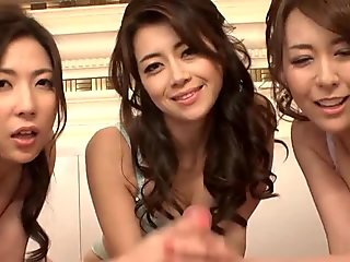 Three stunning Japanese babes suck on the same cock together