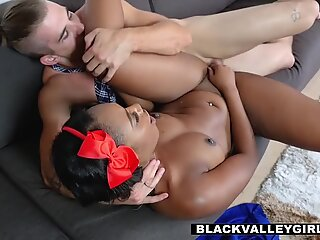 This ebony babe will make anyone fall for her