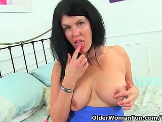 brit milf Sassy will spoil you with her steaming bod