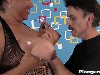 Thick mature sucking on massive wang