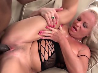 Tight girlfriend gives the best blowjob