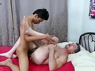 Asian Twink Idol Barebacks Daddy
